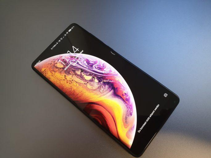 Mi MIX 2S mit iPhone-XS-Hintergrundbild (Bild: ZDNet.de)