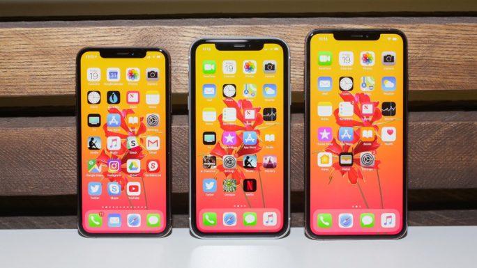 Das iPhone XS, XR und XS Max (von links nach rechts) (Bild: CNET).
