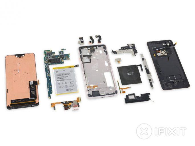 Zerlegtes Google Pixel 3 XL (Bild: iFixit)