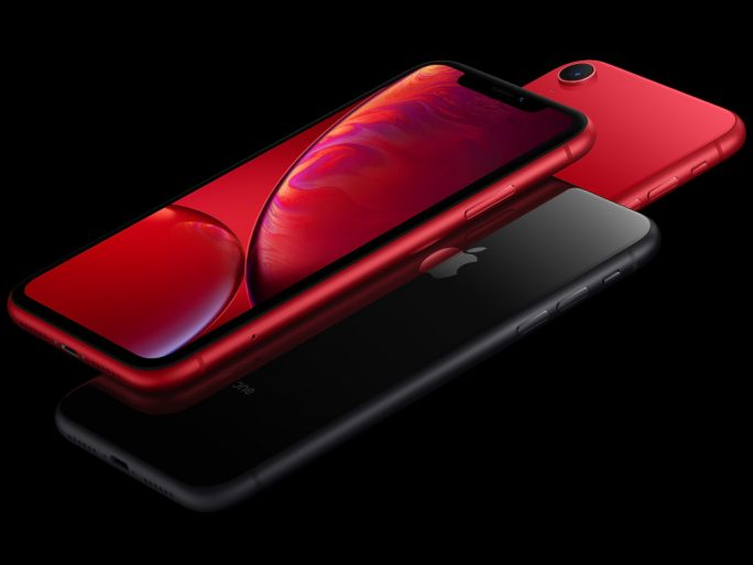 iPhone XR in Rot (Bild: Apple)