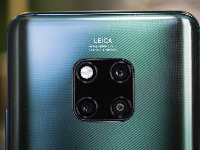 Drei Kameras und Blitz dominieren die Rückseite des Huawei Mate 20 Pro (Bild: Josh Miller /CNET.com).
