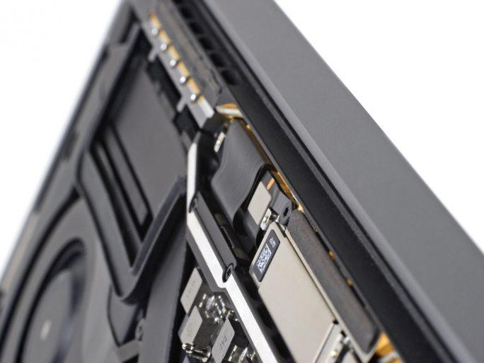 Flexkabel des MacBook Pro 2016 (Bild: iFixit)