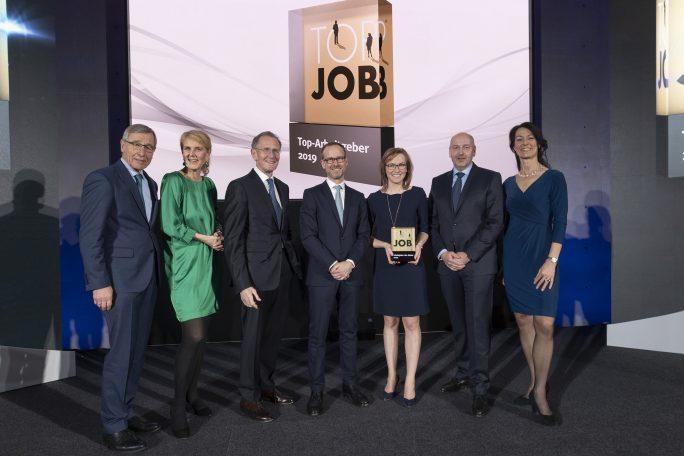 Top-Job-Preisverleihung 2019 mit Wolfgang Clement (TOP JOB-Mentor), Prof. Heike Bruch (wissenschaftliche Leitung), Prof. Dr. Dr. h.c. Bert Rürup (Jury-Mitglied), Robert Asal (maihiro), Christina Weber (maihiro), Bernd Hesse (maihiro), Silke Masurat (Geschäftsführerin zeag GmbH / Organisatorin) (v.l.n.r.). Bild: zeag GmbH