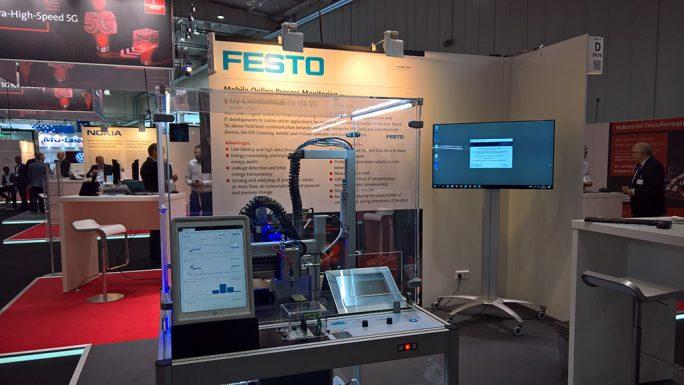 Eine Maschine von Festo überwacht 5G-gesteuert Produktionsprozesse – Demonstrationsobjekt der 5G-Arena in Halle 16 der HMI (Bild: Ariane Rüdiger)