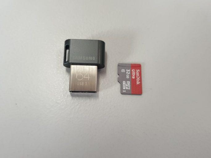 USB-Stick und SD-Karte (Bild: ZDNet.de)