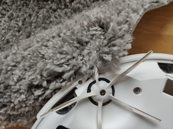 Roborock S6 verhakt sich in Teppichläufer (Bild: ZDNet.de)