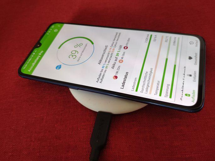 Anker PowerPort III Mini mit Xiaomi QI-Ladepad (Bild: ZDNet.de)