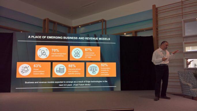 """""""Neue Möglichkeiten durch Edge- und IoT-basierende Technologien"""", Rohit Talwar, CEO von Fast Future, berichtet vor der Presse über die Resultate der Expertenbefragung """"Opportunity at the Edge"""" (Bild: Rüdiger)."""
