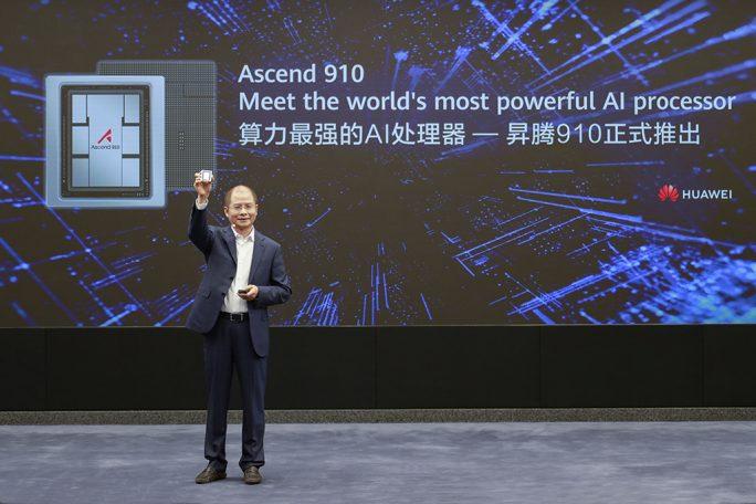 Eric Xu, rotierender Vorsitzender von Huawei, kündigt den Launch des Ascend 910 KI-Prozessors und des MindSpore KI-Frameworks am 23. August 2019 an (bild: Huawei).