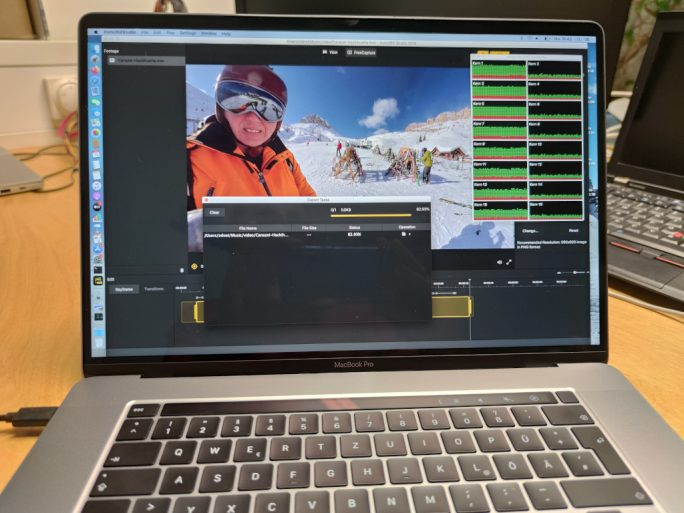 """MacBook Pro 16"""" bei der Arbeit (Bild: ZDNet.de)"""