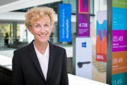 Sabine Bendiek, die Autorin dieses Beitrags, ist seit Januar 2016 Vorsitzende der Geschäftsführung von Microsoft Deutschland. Bendiek ist Absolventin des Studiengangs Managementwissenschaften am Massachusetts Institute of Technology (MIT) in Cambridge (MSc) (Bild: Microsoft).