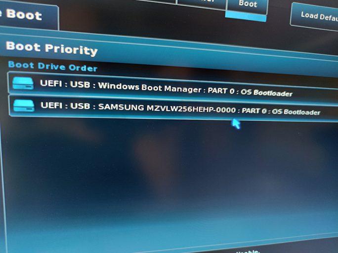 Windows 10 von USB-Medium starten (Bild: ZDNet.de)