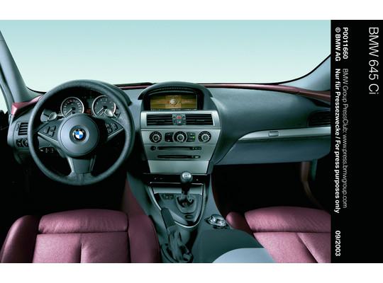 Durch Idrive wurde das Cockpit der BMW 6er-Reihe deutlich entrümpelt (Foto: BMW)