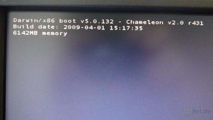 Links oben erscheint eine Statusmeldung, die die Version des Bootloaders und die Größe des Arbeitsspeichers anzeigt.