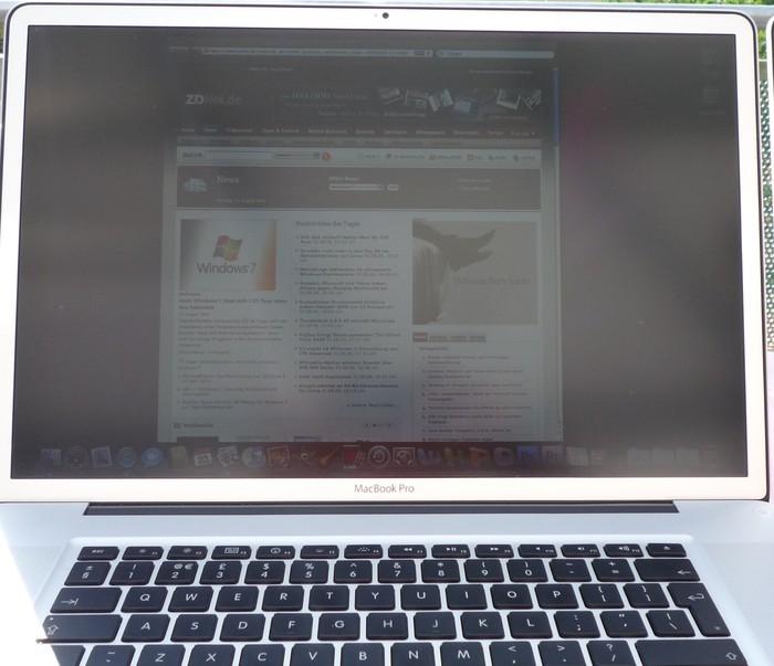 Draußen: Macbook Pro mit mattem Display