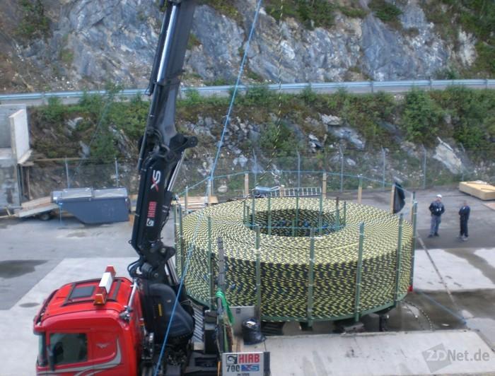 Das Kabel auf dem LKW, kurz bevor es abgerollt wird (Bild: Interoute).