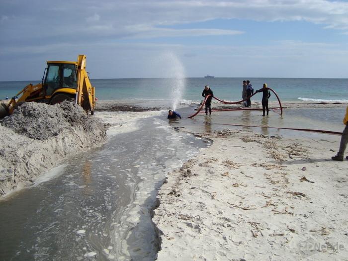 Wer je am Strand gespielt hat, kann sich sicher vorstellen, wie knifflig die Arbeiten im Übergangsbereich zwischen Meer und Land sein können (Bild: Interoute).