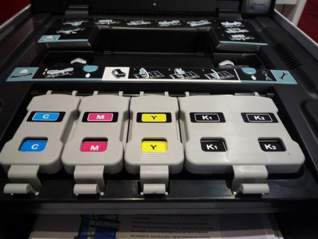 Der Seitenpreis liegt laut Medion bei 2,2 Cent pro Farb- und 0,8 Cent pro Schwarzweiß-Seite. Die Tintentanks fassen 50 beziehungsweise 100 Milliliter und reichen für 5000 bis 7000 Ausdrucke (Bild: ZDNet).
