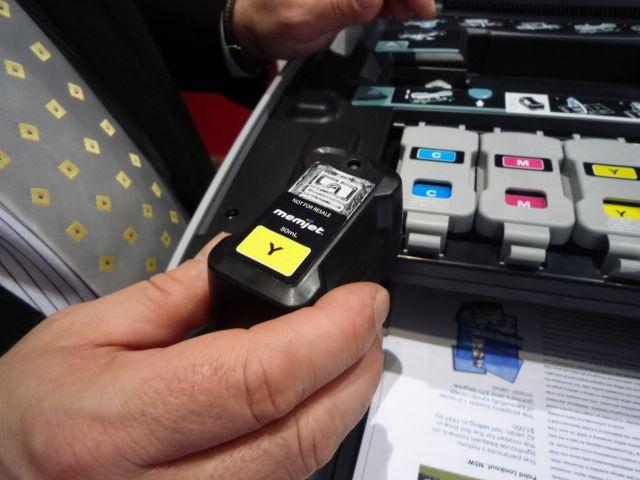 Die Tintentanks sind wiederbefüllbar. Wie das organisatorisch genau geregelt wird, klärt Medion gerade noch (Bild: ZDNet).