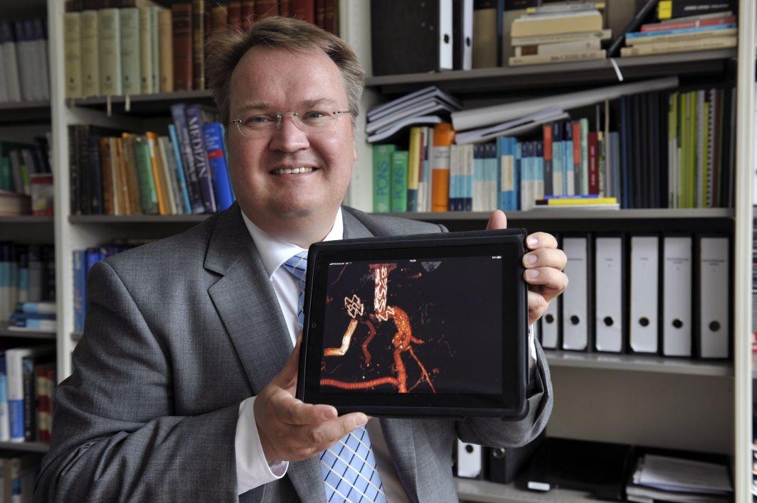 Rüdiger Lohmann, Geschäftsführer der Lohmann & Birkner Health Care Consulting GmbH, arbeitete als Chirurg, bevor er das Checkpad MED entwickelte (Bild: Deutsche Telekom).