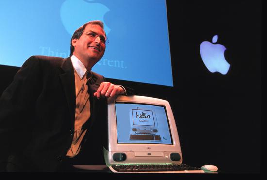 1998  stellte Apple den ersten iMac als All-in-One-Formfaktor vor. Es war der wichtigste Rechner, den Apple in den Neunzigern präsentiert hat (Bild: Apple).