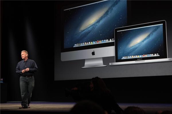 Macs sind die Nummer 1 bei Notebooks und Desktops in USA. Apples Marketing-Chef Phil Schiller verliert ein paar Worte zum MacBook und erklärt das 13-Zoll-MacBook zum am besten verkauften MacBook (Foto: CNET).