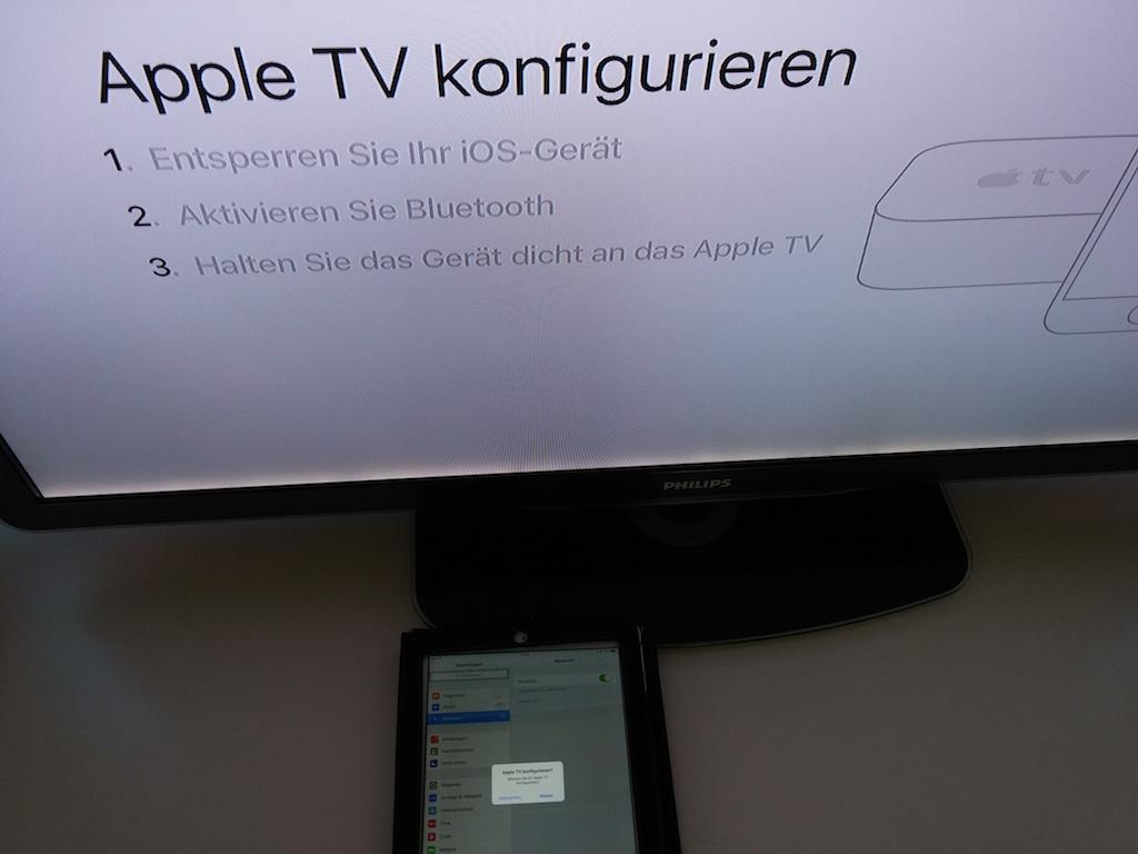 Das iPhone oder iPad muss entsperrt und Bluetooth aktiviert sein. Die Koppelung kann ein paar Sekunden dauern. Anschließend erscheint auf dem iPad ein Hinweis, dass es bereit für die Verbindung mit Apple TV ist.  <br>(Bild: ZDNet.de)