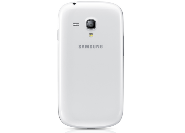 Auf der Rückseite befindet sich jetzt statt einer 8-Megapixel-Kamera eine 5-Megapixel-Version wie beim Samsung Galaxy Ace 2, an das auch andere Komponenten erinnern  (Foto: Samsung).