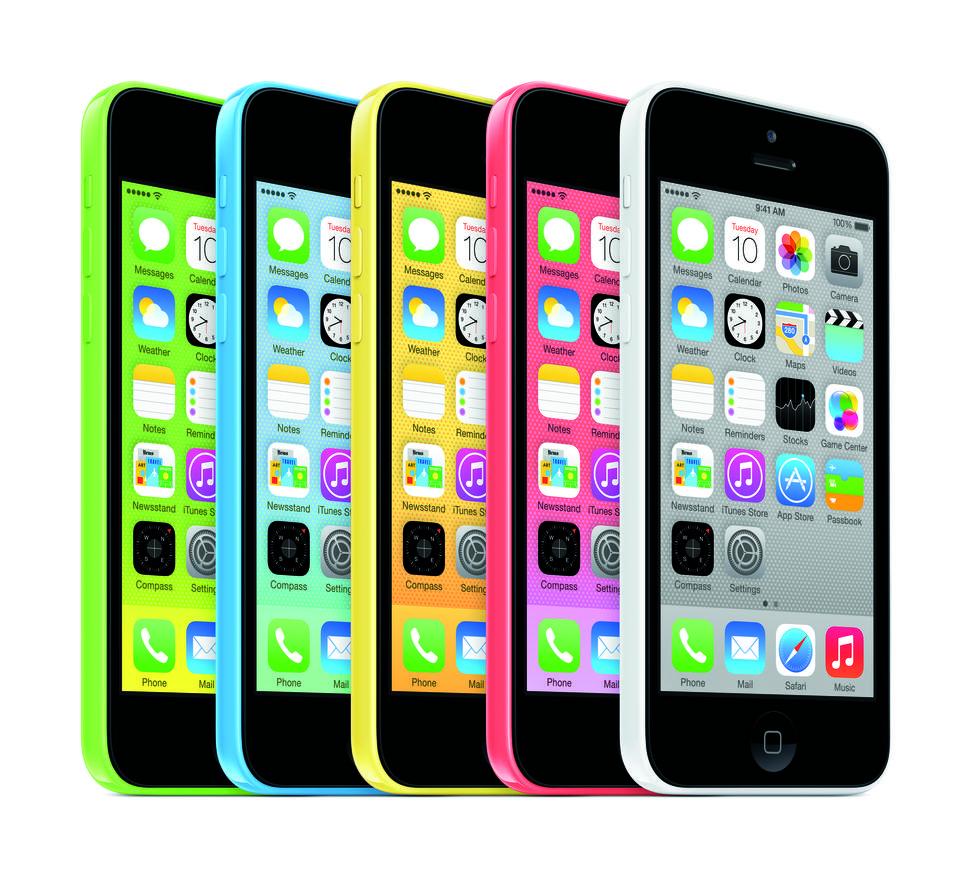 September 2013: Apple bricht mit der Tradition, jedes Jahr ein neues iPhone-Modell vorzustellen.  Mit dem iPhone 5C bringt das Unternehmen Farbe in die iPhone-Welt. Es ist kommt in verschiedenen Farben und ist preiswerter. Was das Innenleben anbelangt, ist es identisch zum iPhone 5.   Bis zur Vorstellung des iPhone 5C hatte Apple die Vorgängerversionen entsprechend günstiger angeboten und sie als Einstiegsmodelle positioniert. (Bild: Apple)