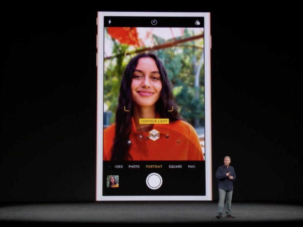 Die erweiterten Funktionen wie Studio Light und Portrait Mode zum automatischen Freistellen bei Selfies und dem Nachbelichten von Portrait-Aufnahmen bieten nur iPhone X und iPhone 8 Plus, dem iPhone 8 ohne Plus fehlt die zweite Kamera dafür.