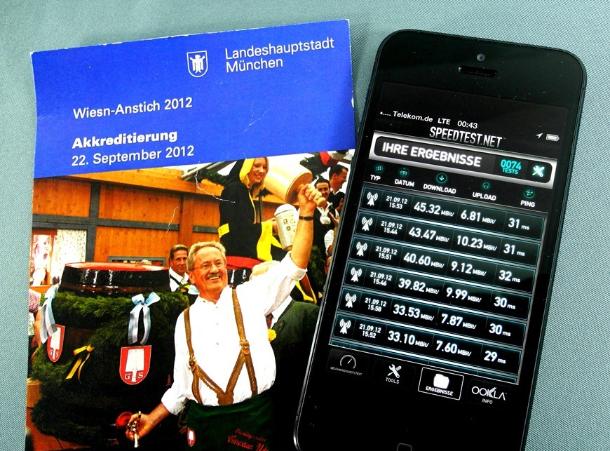 Am Vortag des Wiesn-Anstiches 2012, dem Erstverkaufstag des iPhone 5, erreichte das iPhone 5 auf dem belebten Münchner Marienplatz Spitzenwerte von 33 bis 45 MBit/s aus dem LTE-1800-Netz der Telekom. (Foto: Harald Karcher).