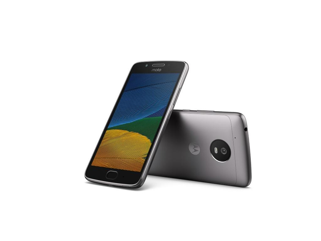 """<b>Lenovo Moto G5</b><br> Das Moto G5 verfügt über ein 5 Zoll großes Full-HD-Display mit einer Pixeldichte von 441 ppi. Als Prozessor verbaut Lenovo einen 1,4 GHz schnellen Snapdragon 430. Der Arbeitsspeicher ist 2 GByte groß. Es soll auch ein Modell mit 3 GByte angeboten werden. Der 2800 mAh starke Akku soll die Energieversorgung für mindestens einen Tag sicherstellen. Die integrierte 13-Megapixel-Kamera verfügt über eine f/2.0-Blende. Die Frontkamera löst mit 5 Megapixel auf. Der interne 16 GByte große Speicher lässt sich mittels microSD-Karten um bis zu 128 GByte erweitern. Für das schnelle Entsperren des Smartphones steht ein Fingerabdruckscanner zur Verfügung. Das Android-7.0-Smartphone wird ab März zu einem Preis von 199 Euro angeboten.<br> Weitere Infos: <a href=\""""http://www.zdnet.de/88288794/mwc-lenovo-praesentiert-smartphones-motorola-moto-g5-und-moto-g5-plus/\"""" target=\""""_blank\"""">Lenovo Moto G5</a>"""