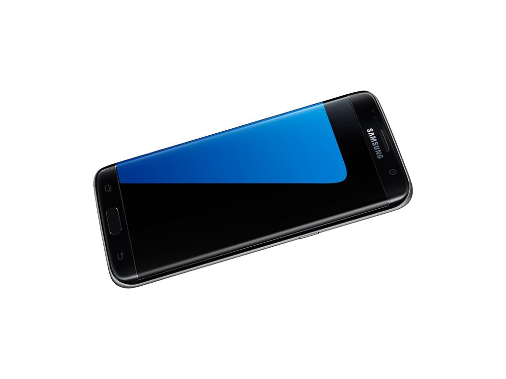 """<b>Auszeichnung für Galaxy S7 Edge</b><br> Das Galaxy S7 Edge ist auf dem Mobile World Congress als \""""Bestes Smartphone 2016\"""" ausgezeichnet worden. Ausschlaggebend für die Wahl der Jury waren Design, Kameratechnik und Performance. Neben dem Galaxy S7 Edge gehörten das iPhone 7 Plus, das Pixel XL und das Huawei P9 zu den nominierten Geräten. <br> \""""Wir sind geehrt, für unsere Handwerkskunst in Design und Innovation mit dem Galaxy S7 Edge anerkannt zu werden\"""", sagte Junho Park, Vice President Global Product Strategy, Mobile Communications Business bei Samsung Electronics. \""""Diese Auszeichnung ist ein Beleg für unser ständiges Streben nach Exzellenz, um die Erwartungen der Verbraucher durch revolutionäre Mobiltechnologie weiter zu übertreffen.\""""<br> Das Galaxy S7 Edge und das Galaxy S7 hatte Samsung im <a href=\""""http://www.zdnet.de/88260664/vorverkauf-des-samsung-galaxy-s7-und-s7-edge-gestartet/\"""" target=\""""_blank\"""">Februar 2016</a> vorgestellt. Die Geräte kamen zu Preisen von 799 Euro und 699 Euro im März in den Handel und <a href=\""""http://www.zdnet.de/88264858/verkaeufe-des-samsung-galaxy-s7-uebertreffen-die-erwartungen/\"""" target=\""""_blank\"""">übertrafen</a> in den ersten Wochen im Verkauf die Erwartungen des Herstellers. Aktuell werden sie ab 460 (S7) respektive 540 Euro (S7 Edge) angeboten."""