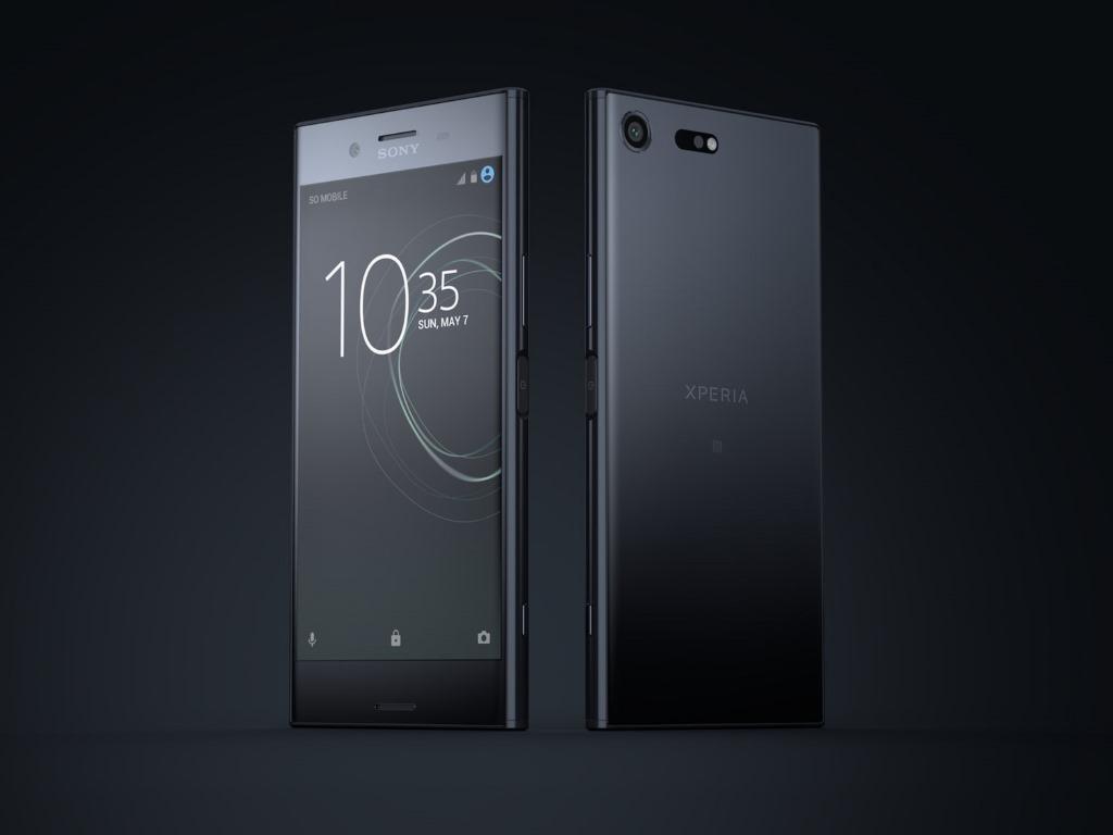 """<b>Sony Xperia XZ Premium</b><br> Das Xperia XZ Premium wird ab Juni mit der jüngsten Android-Generation 7.0 Nougat in den Farben Chrom und Schwarz für voraussichtlich 749 Euro erhältlich sein. Das neue Smartphone-Flaggschiff von Sony bietet ein 5,5-Zoll-4K-HDR-Display, das 2160 mal 3840 Pixel auflöst.<br> Mit seiner neuen Kamera-Technologie will Sony neue Maßstäbe setzen. In der 19-Megapixel-Kamera kommt neben der Dreifach-Sensor-Technologie und dem Fünf-Achsen-Bildstabilisator zusätzlich die neue Motion Eye-Technologie zum Einsatz. Damit sollen zum Beispiel weniger Verzerrungen bei Fotos von bewegten Objekten auftreten, da der Bildsensor die Aufnahmen sehr schnell speichert. Auch bei der Videoaufzeichnung soll die hohe Verarbeitungsgeschwindigkeit des Bildsensors von großem Nutzen sein. Durch einen einfachen Klick kann in der laufenden Aufnahme der Zeitlupen-Modus aktiviert werden, der fünf Sekunden lang eine Sequenz mit 960 Bildern pro Sekunde aufnimmt.<br> Weitere Infos: <a href=\""""http://www.zdnet.de/88288650/mwc-sony-praesentiert-smartphones-xperia-xz-premium-xzs-xa1-und-xa1-ultra/\"""" target=\""""_blank\"""">Sony Xperia XZ Premium</a>"""