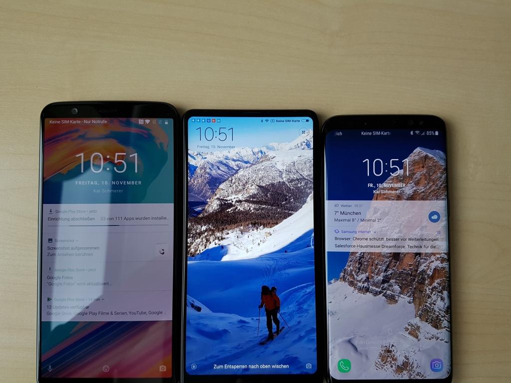Zwischendurch mal ein kleiner Größenvergleich: Links das OnePlus 5T, in der Mitte das Xiaomi Mi MIX 2 und rechts daneben das Samsung Galaxy S8.
