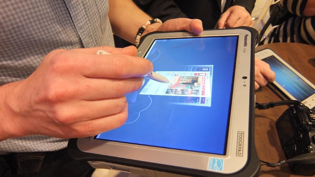 Der kapazitive 10-Finger-Touchscreen bietet auch einen Digitizer, sodass das Toughpad FZ-G1 auch mit einem Stift bedient werden kann.