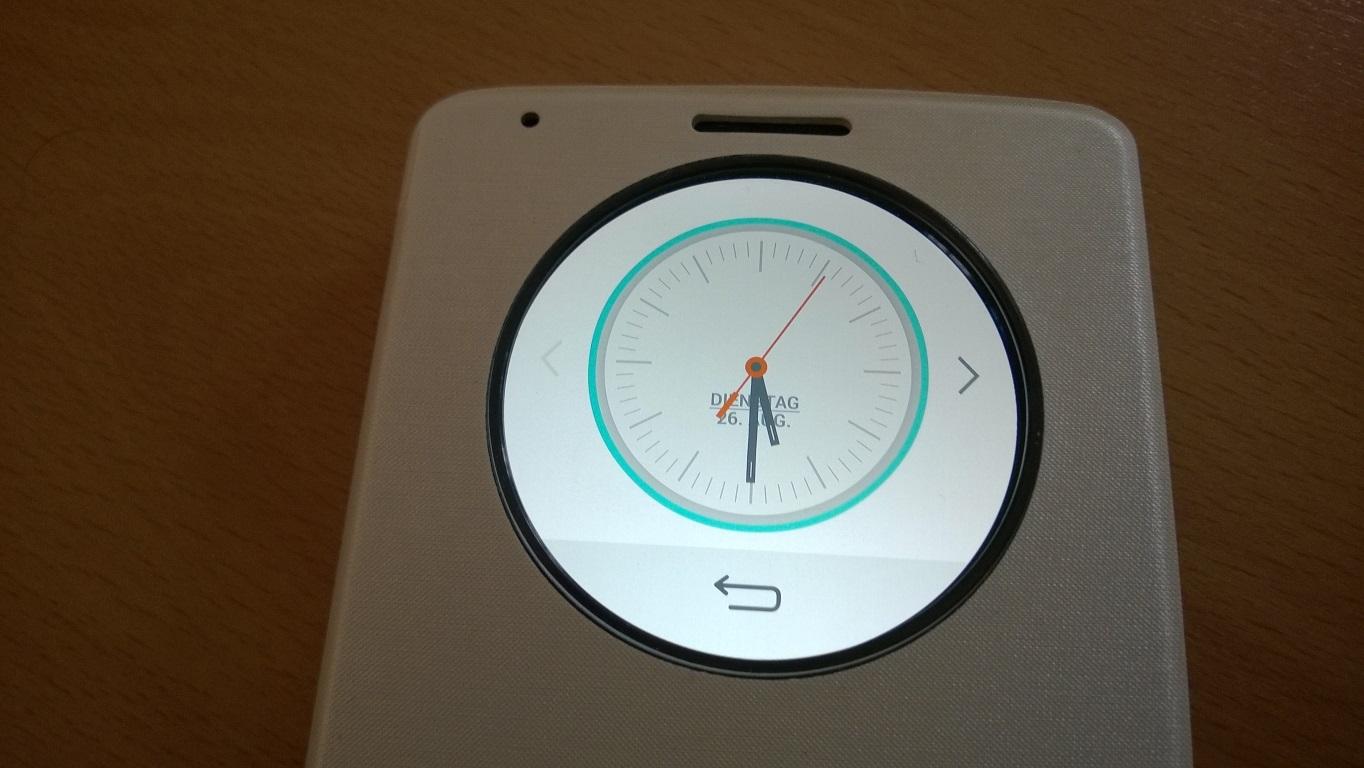 """Ein Tipp auf ein Symbol öffnet die dazugehörige Anwendung. Die Anzeigezeit der von LG mitgelieferten Apps beträgt nur wenige Sekunden. Dann muss man den """"QuickCircle"""" erneut aktivieren. Wiederum sieht man als erstes die Uhr und nicht die zuletzt genutzte Anwendung."""