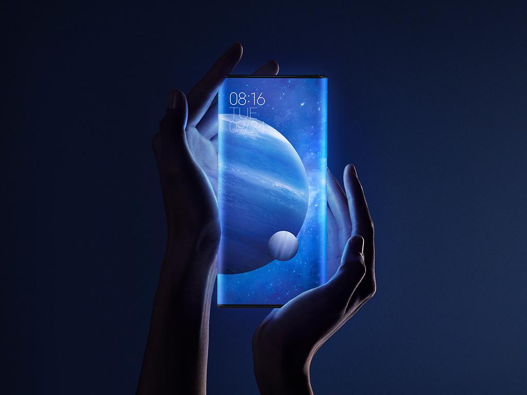 """Am 24. September 2019 hat Xiaomi sein neues Konzept-Smartphone Mi MIX Alpha vorgestellt. Es bietet einen Rundum-Screen und integriert eine Kamera einem 108-Megapixel-Sensor. Darüber hinaus ist das 5G-Smartphone mit einem Snapdragon 855+, 12 GByte RAM und 512 GByte Speicher ausgestattet.<br> Xiaomi will das Smartphone in einer Klein-Serie produzieren und für 19.999 Yuan (umgerechnet 2560 Euro) gegen Jahresende auf den Markt bringen.<br> Weitere Infos: <br>⇒ <a href=\""""https://www.zdnet.de/88369685/xiaomi-mi-mix-alpha-mit-rundum-bildschirm-kostet-2560-euro/\"""" target=\""""_blank\"""">Xiaomi Mi MIX Alpha mit Rundum-Bildschirm kostet 2560 Euro</a><br> ⇒ <a href=\""""https://www.zdnet.de/88369827/xiaomi-mi-mix-alpha-videos/\"""" target=\""""_blank\"""">Xiaomi Mi MIX Alpha: Videos</a>"""